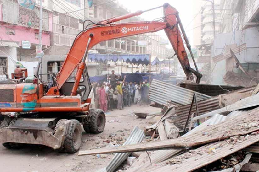 Footpath Dastarkhawan Demolished by KMC in Karachi