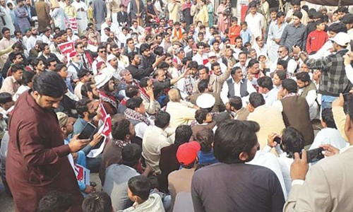 Karachi Traders Threaten the Government to Fix the Economy or they will shut down their Shops